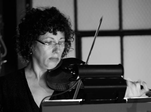Valerie Sylvester, violin
